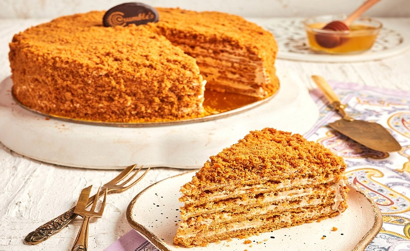 Egyptian Bakery Crumble Now Makes Traditional Russian Honey Cake Medovik